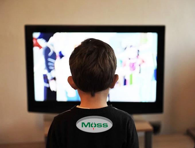 Đừng để trẻ phải ngồi xem TV một mình